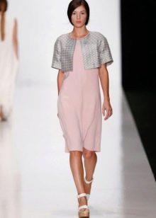 Розовое платье с серым болеро