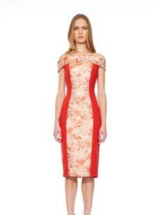 Розовое платье с красной вставкой