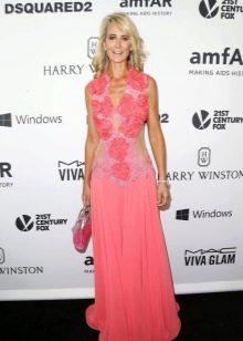 Откровенное розовое платье для женщин