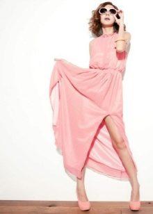 Светло-розовое платье короткое