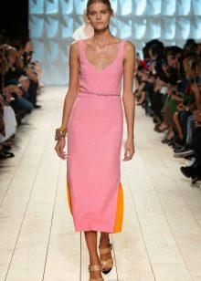 Светло-розовое платье короткое миди