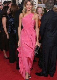 Розовое платье Камерон Диаз