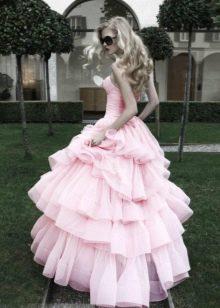 Розовое платье с пышной юбкой