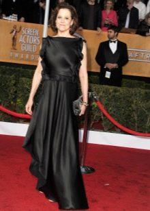 Черное шелковое платье с воланами