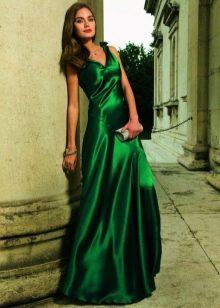 Зеленое шелковое платье
