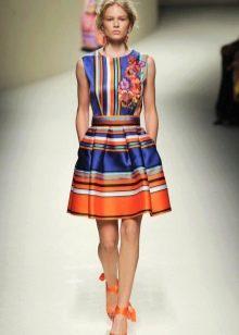 Пышное шелковое платье с принтом