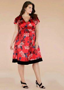Шелковое платье для полных с мелким принтом