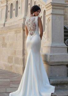 Свадебное шелковое платье с кружевной спиной