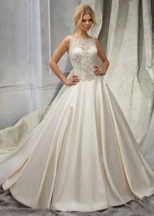 Свадебное шелковое платье с кружевным верхом