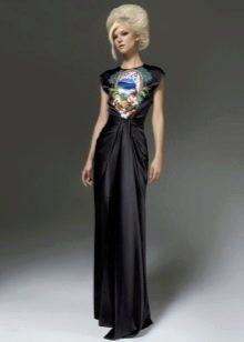 Черное шелковое платье с принтом