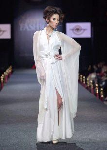 Легкое белое платье из шелка