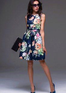 Короткое шелковое платье с цветочным принтом
