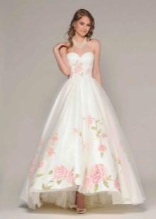 Розы на свадебном платье