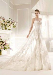 Свадебное платье с цветами в тон с полупрозрачностью