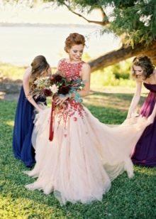 Свадебное платье с красными цветами