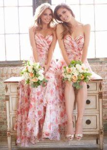 Платья подружек невесты с персиковым цветочным принтом
