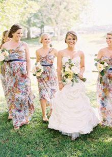 Платья подружек невесты с цветочным принтом