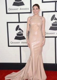 Платье в стиле нюд в пол