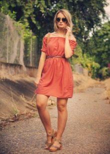 Терракотовое платье для блондинки