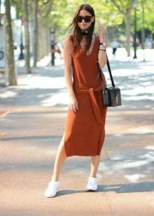 Повседневное платье терракотового цвета