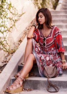 Платье терракотового цвета с сочетание с другими цветами