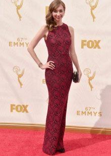 Платье в бордовом цвете вечернее