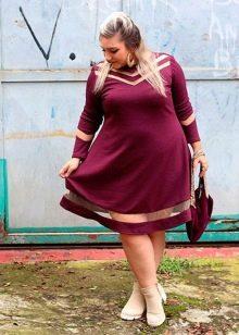 Бордовое трикотажное платье-трапеция для полных