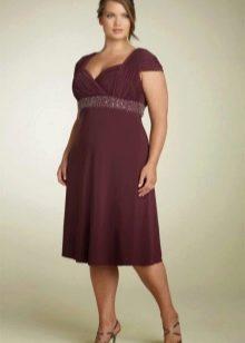 Трикотажное платье с завышенной талией для полных девушек