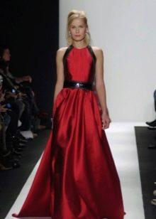 Платье цвета вишни с черными вставками