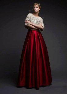 Вишневое платье с белым болеро