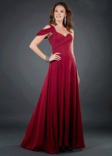Вишневое платье с серебристыми украшениями