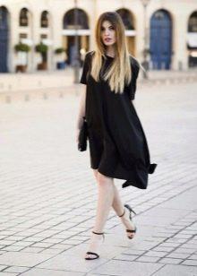 Черное асимметричное трапецевидное платье
