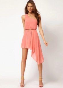 Асимметричное розовое платье-трапеция на пояске