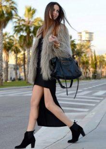 Асимметричное платье в сочетание с меховой курткой