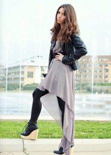 Асимметричное платье в сочетание с кожаной курткой и плотными колготками