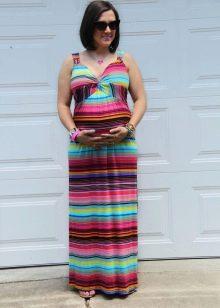 Цветное длинное платье в пол на брителях для беременных