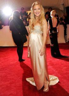 Длинное бежевое платье в пол в стиле ампир для беременных