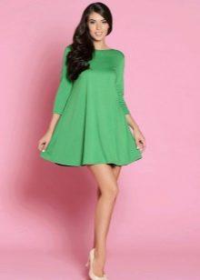 Зеленое платье-трапеция
