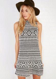 Платье шифт черно-белое с узором