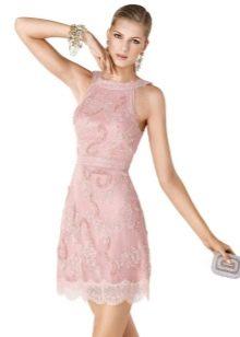 Розовое платье из гипюра коктейльное