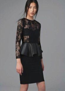 Платье с баской из гипюра и кожи