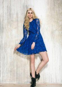Синее гипюровое платье короткое