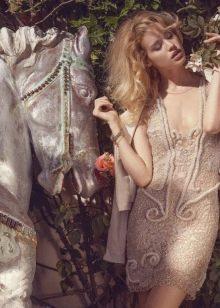 Бежевое платье гипюр