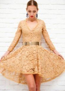 Бежевое гипюровое платье