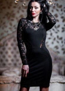 Прямое платье со вставками из гипюра