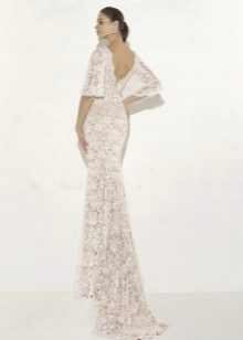 Гипюровое платье с открытой спиной и шлейфом