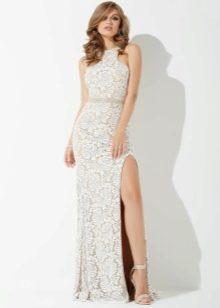 Белое гипюровое платье с разрезом