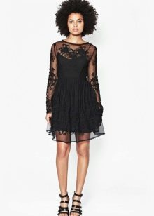 Черное коктейльное гипюровое платье