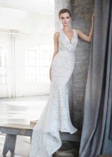 Свадебное платье из гипюра со шлейфом