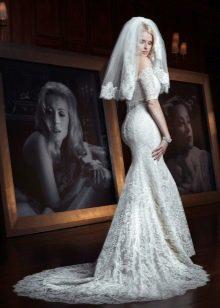 Свадебное платье со шлейфом гипюровое